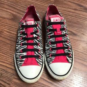 Converse Chuck Taylors Size 8 🦓🌺